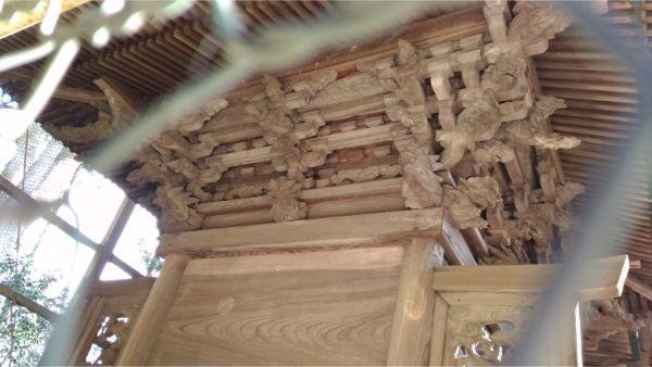 諏訪神社本殿の背面