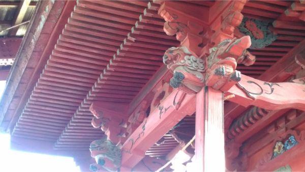 八王子神社本殿の向拝