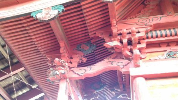 八王子神社本殿の向拝側面