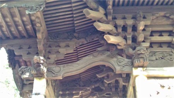 生出神社本殿の向拝右側面