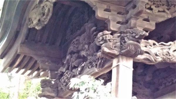 諏訪神社本殿の向拝
