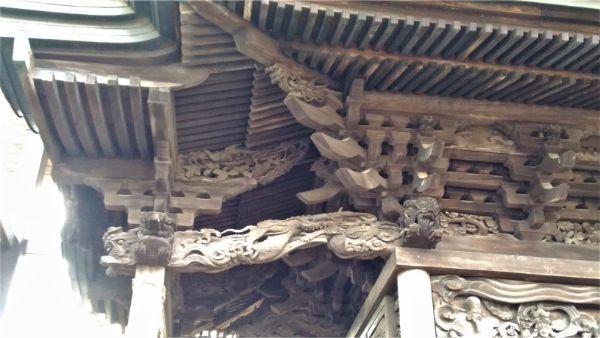 春日神社本殿の向拝側面