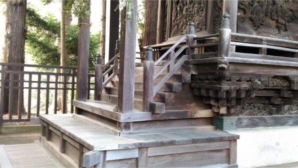 諏訪神社本殿の浜床