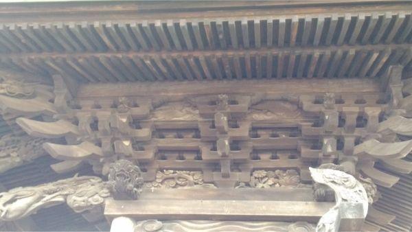 諏訪神社の右側面
