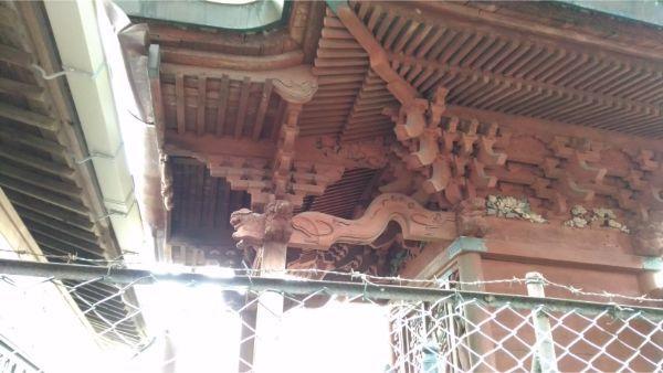 稲村神社本殿の右側面