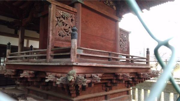 稲村神社本殿の背面