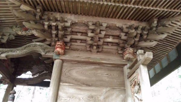 稲村神社本殿の側面