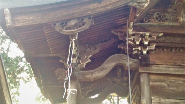 義清神社本殿の右側面