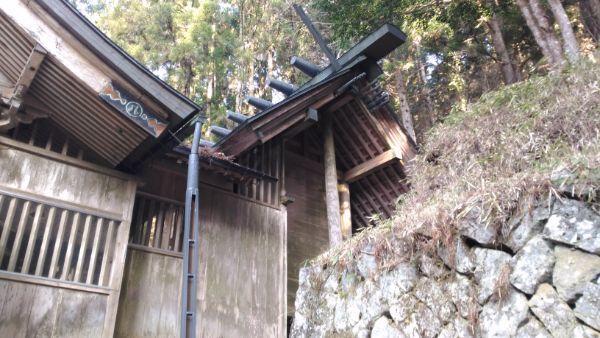八柱神社本殿