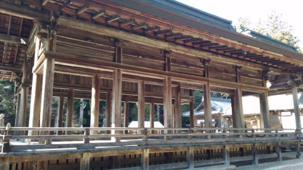 猿投神社拝殿の側面