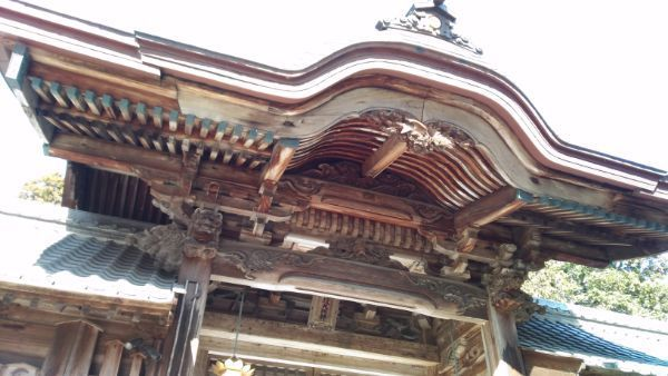 猿投神社中門の軒下