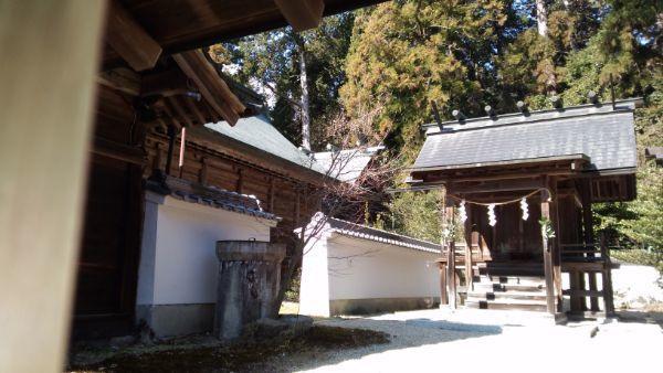 猿投神社本殿と境内社