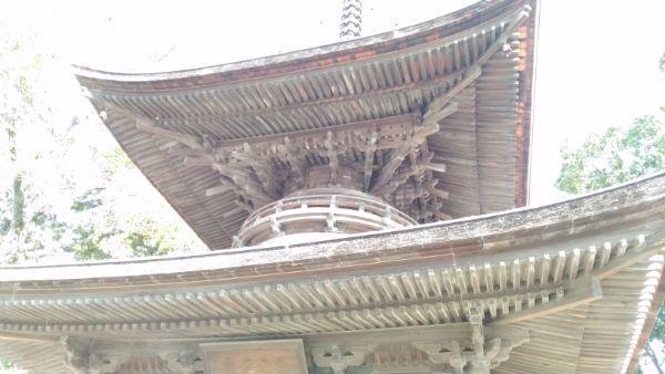 知立神社多宝塔の軒下