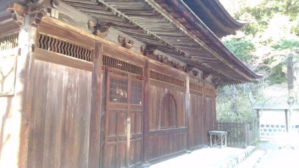 定光寺本堂の右側面