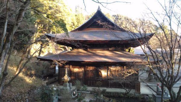 定光寺本堂の左側面