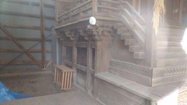 平賀神社本殿の床下