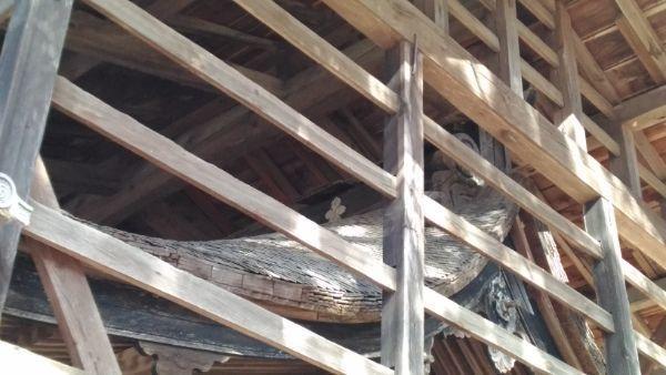 諏訪神社本殿の屋根