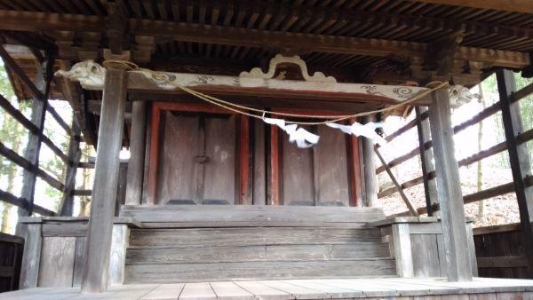 諏訪神社本殿の正面