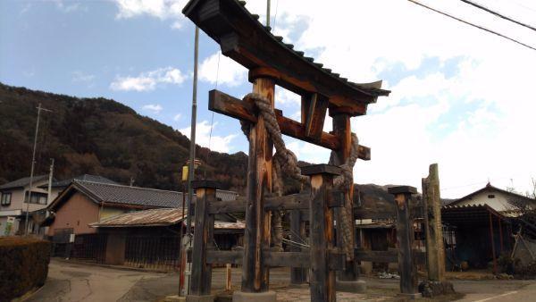 新海三社神社大鳥居