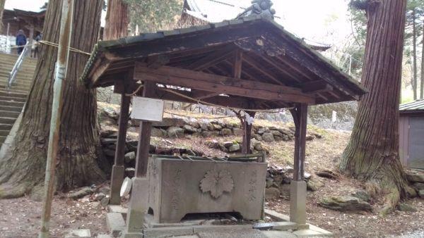 新海三社神社の手水舎
