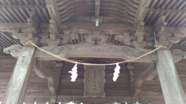 新海三社神社の向拝