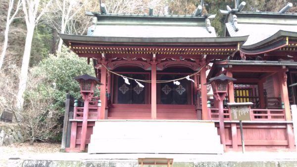 新海三社神社西本社