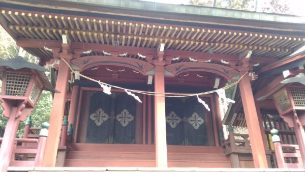 新海三社神社西本社の向拝
