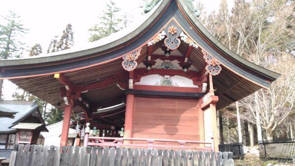 新海三社神社中本社の側面