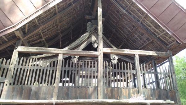 平林神社本殿の側面