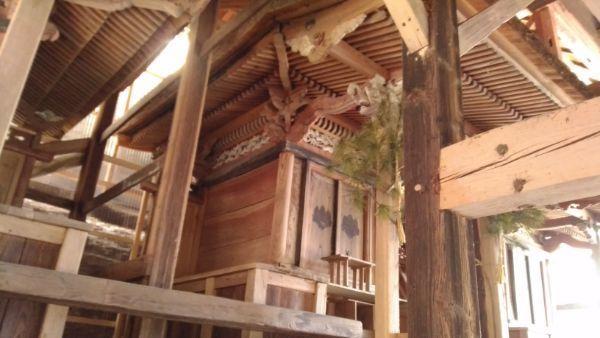 諏訪神社の中央の本殿