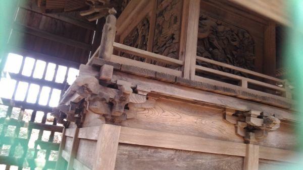 諏訪神社本殿の縁側