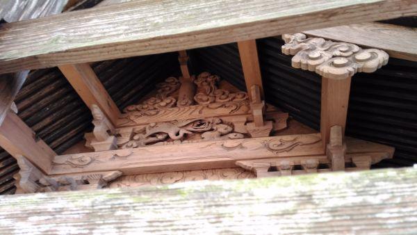 諏訪神社本殿の妻壁