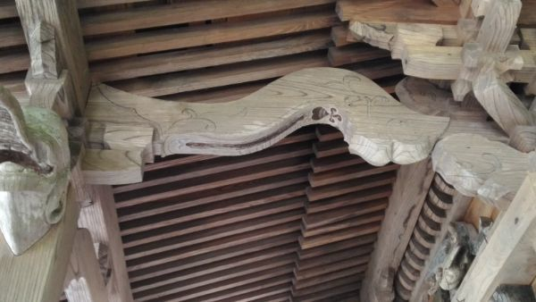 熊野神社本殿の海老虹梁