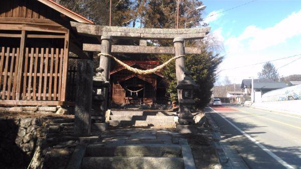諏訪神社全景
