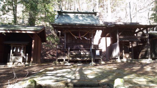 諏訪神社の本殿4棟