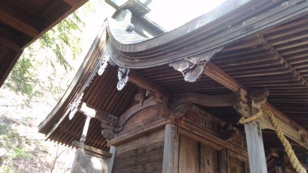 諏訪神社本殿の破風