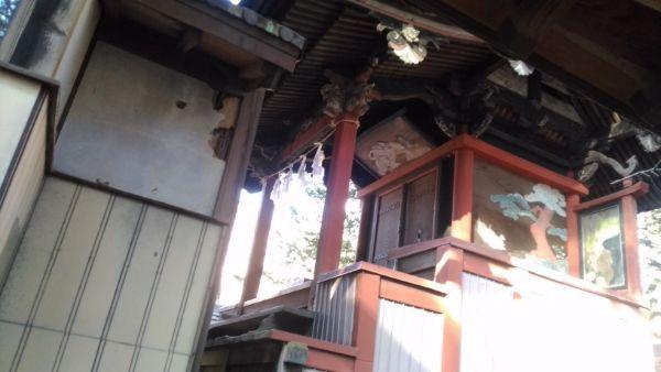 住吉神社本殿の軒下