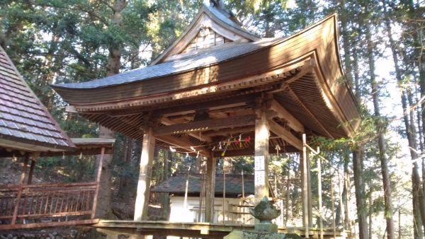 日吉神社の神楽殿
