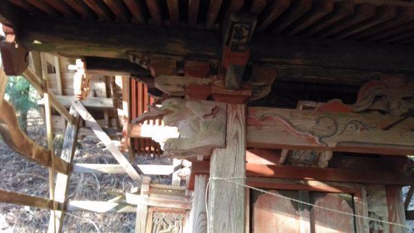 日吉神社本殿の向拝柱
