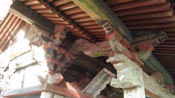 日吉神社本殿の海老虹梁