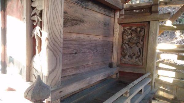 日吉神社本殿の右側面