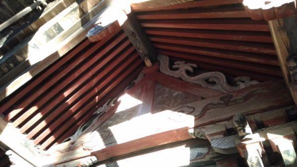 日吉神社本殿の妻壁