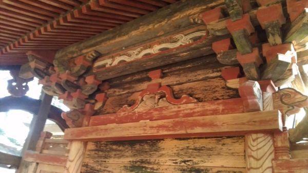 日吉神社本殿の背面軒下