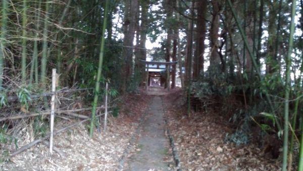 熱那神社の参道