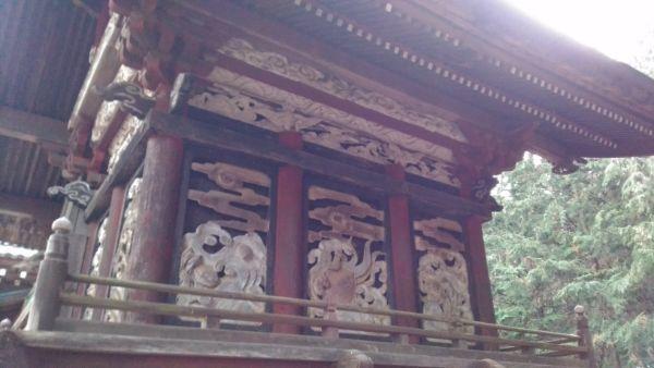 熱那神社本殿の背面