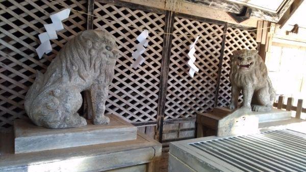 穂見神社神拝殿の狛犬