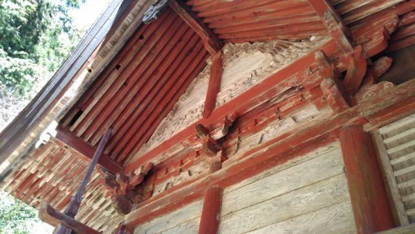 穂見神社本殿の側面