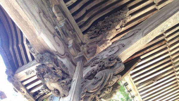 妙法寺仏堂の軒下