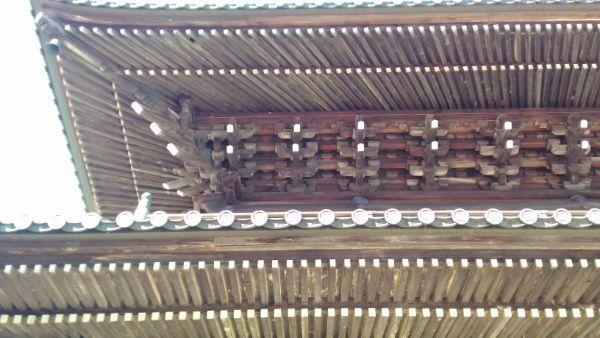 久遠寺三門の軒裏