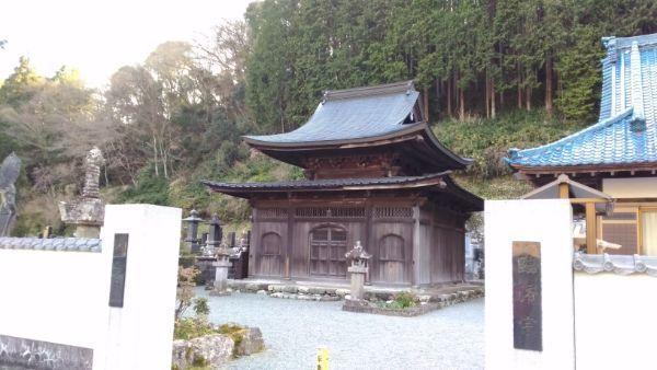 最恩寺の境内
